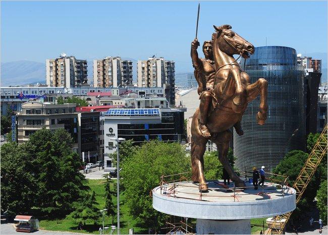 Kako je Skoplje postalo grandiozni istorijski kič pred bankrotom