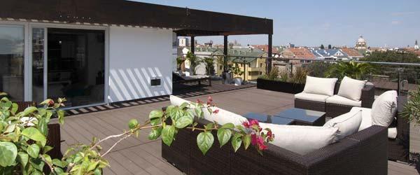 Zavirite u moderan penthouse sa pogledom na ceo grad