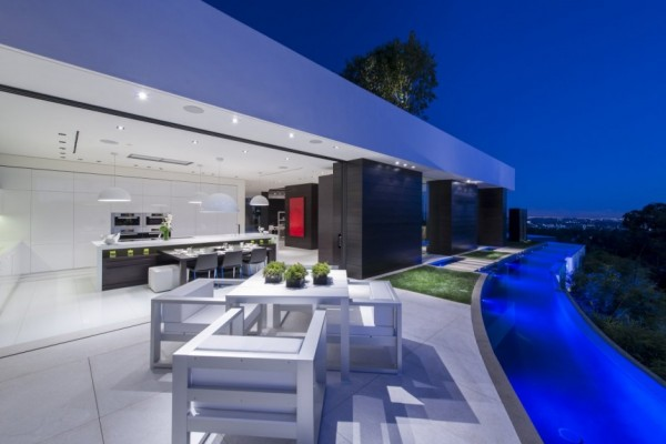 modern-residence-Laurel-Way-13