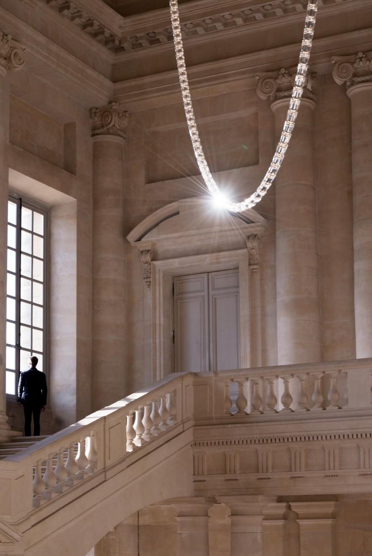 Luster od Swarovski kristala visine 12m krasi palatu u Versaju