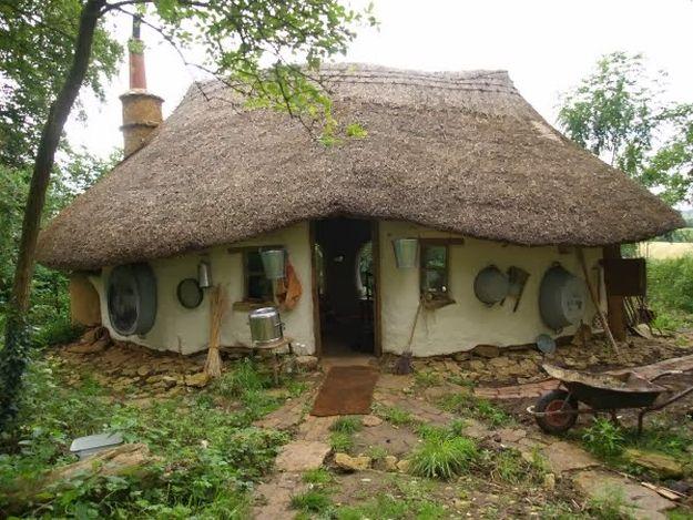 Izgradio kuću za samo 180 evra kako bi dokazao da ona ne mora biti skupa