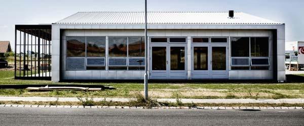 Fasada od papira, pod od čepova: 100% reciklirana kuća
