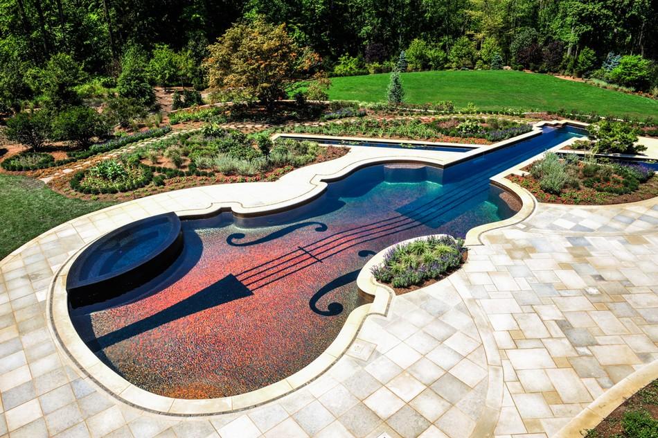 Bazen u obliku Stradivarijusove violine