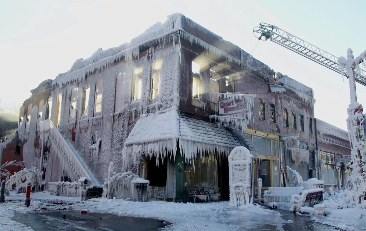Zaleđena zgrada: Gašenje požara na ekstremnoj hladnoći