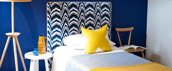 Uklopite boje uzglavlja kreveta, zida i jastuka
