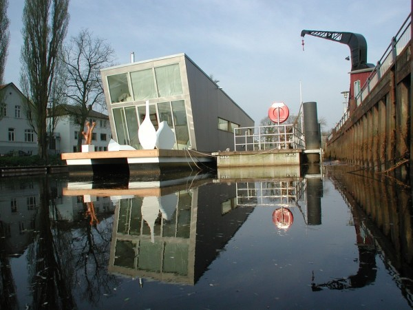 Houseboat-by-Sascha-Akkermann-15