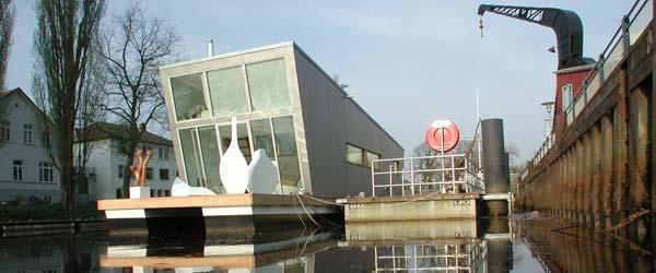 Kuća na brodu: Živopisan stančić na reci