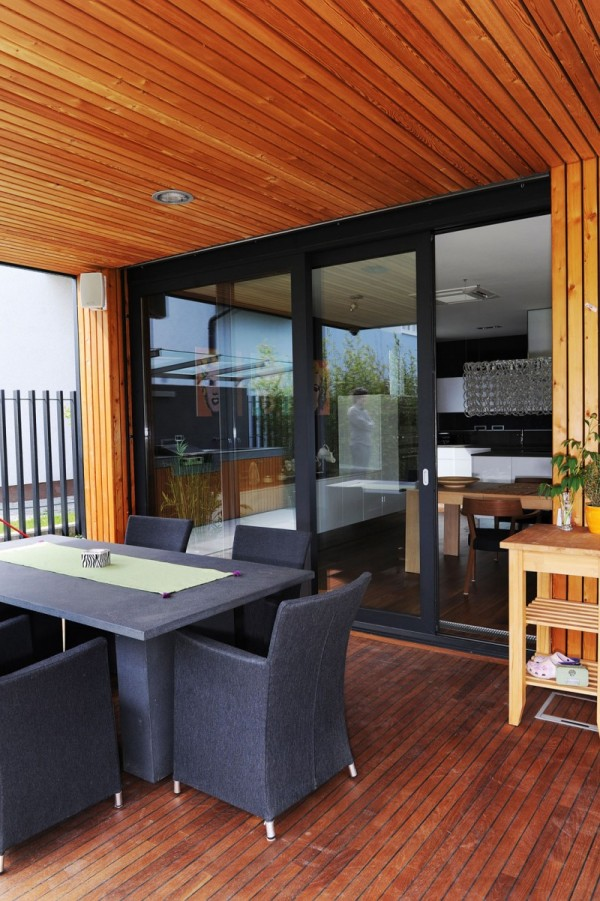 The-Black-Villa-close-up-patio