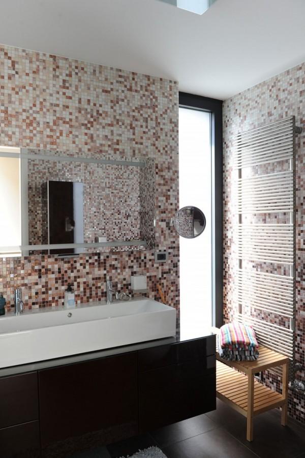 black-house-bathroom