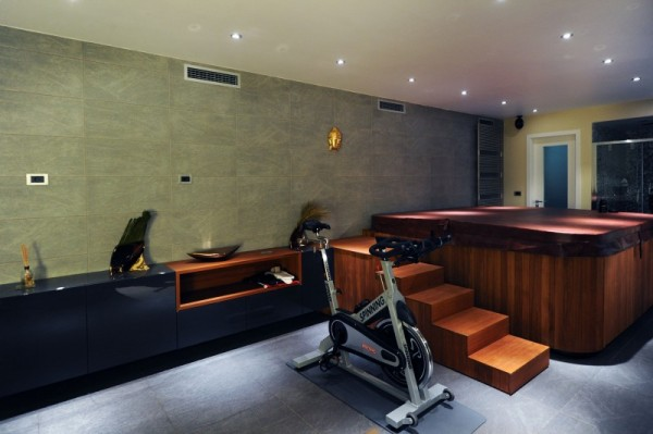 black-residence-gym-and-jacuzzi