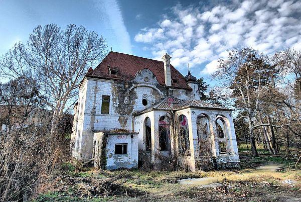 Dvorac Špicer u Beočinu i dalje kuća duhova