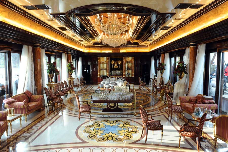 Zavirite unutar Janukovičeve zlatne palate