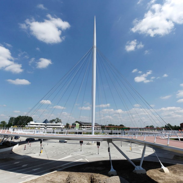 worlds-first-suspended-bicycle-roundabout-1