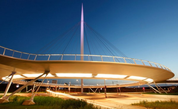 worlds-first-suspended-bicycle-roundabout-8
