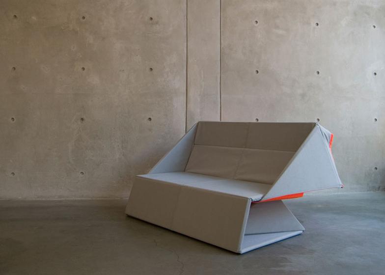 Origami sofa koja se pretvara u tepih