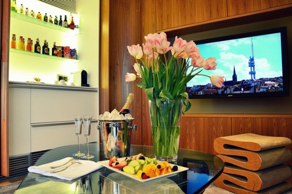 Prague-television-tower-one-room-hotel-4