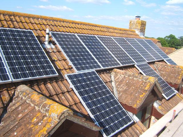 Slovencu oduzeli penziju zbog solarne elektrane na krovu