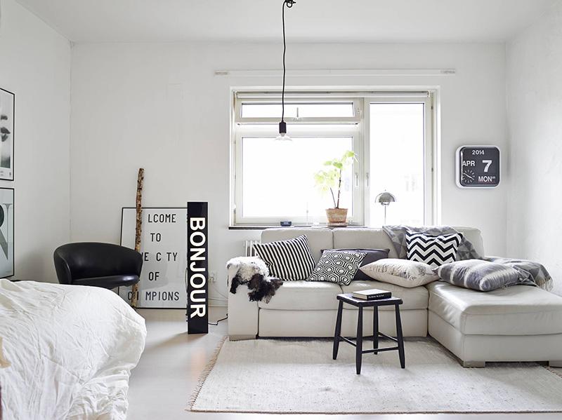 Crno-bela kombinacija u malom stanu