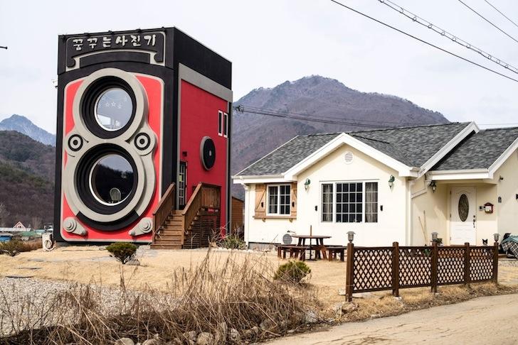 Nostalgični kafić u obliku stare kamere