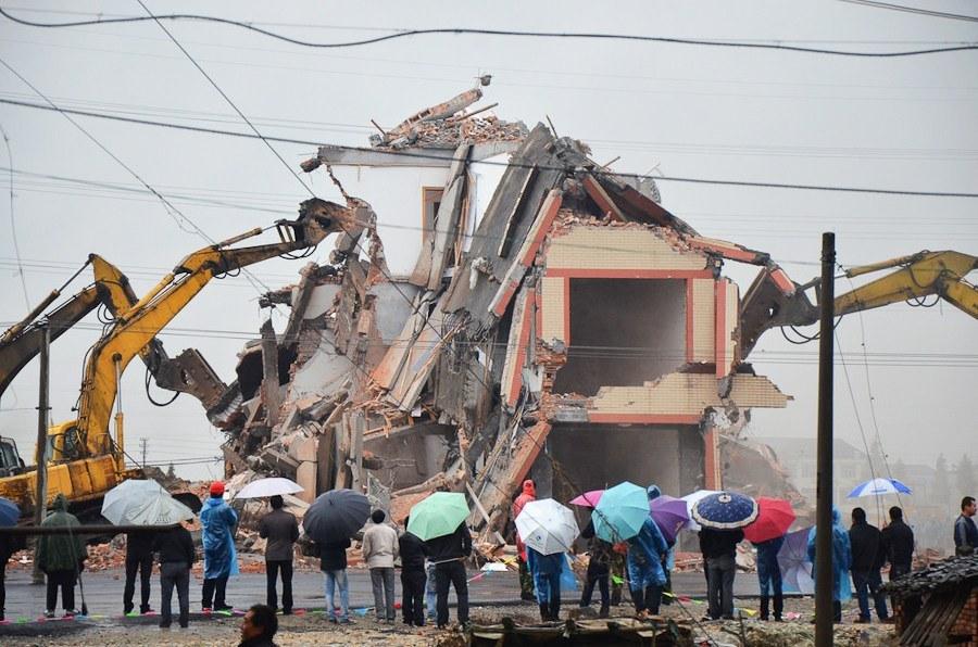 Vlasnici nelegalizovnih objekata moraće da jedni drugima ruše kuće