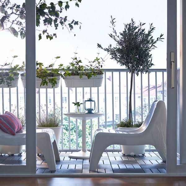 plasticne stolice za terasu