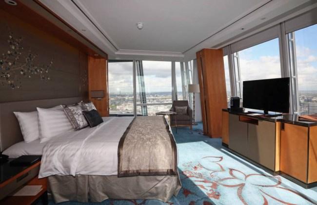 Voajerski san: Greška na Shardu omogućava gostima da zavire u susednu sobu