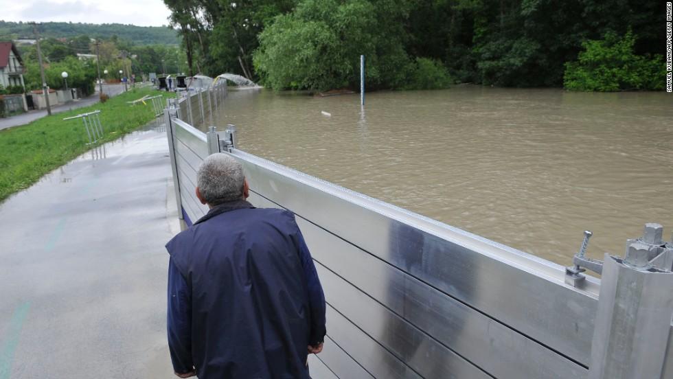 Metalna barijera za odbranu od poplava