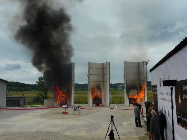 fasade-u-plamenu-1