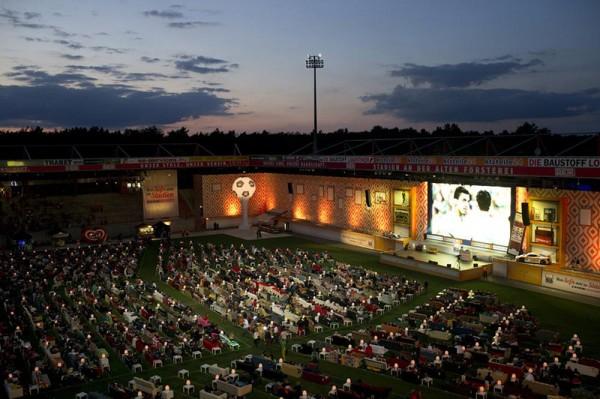 stadion-pretvoren-u-dnevnu-sobu