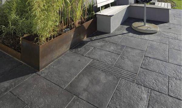 uredjenje-dvorista-betonska-podlloga