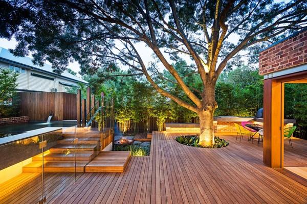 uredjenje-dvorista-sa-drvetom-na-podu