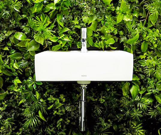 Makoto-Azuma-Green-Wall-Bathroom-2