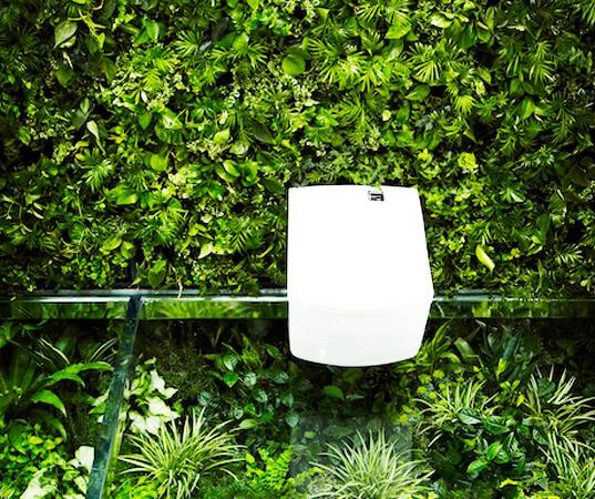 Makoto-Azuma-Green-Wall-Bathroom-4
