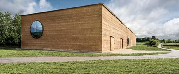 Hala od blata: Najveća zgrada od naboja u Evropi