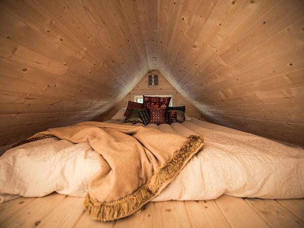 krevet u potkrovlju