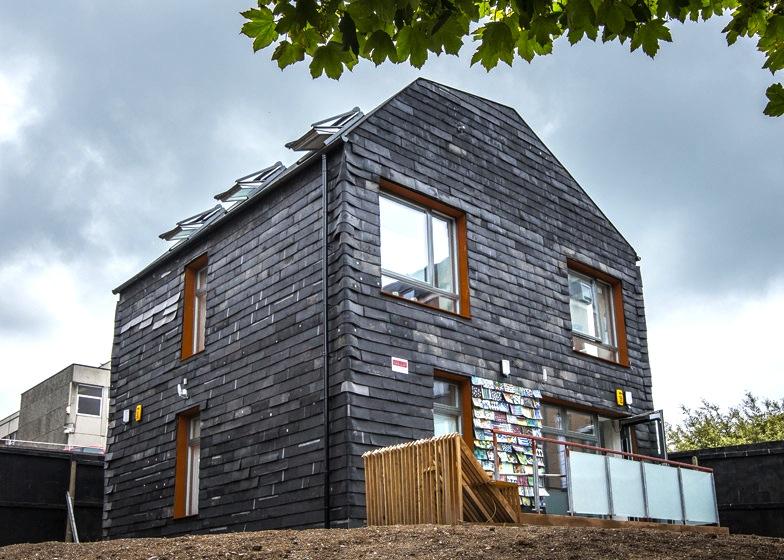 Zidanje đubretom: Kuća napravljena od otpada