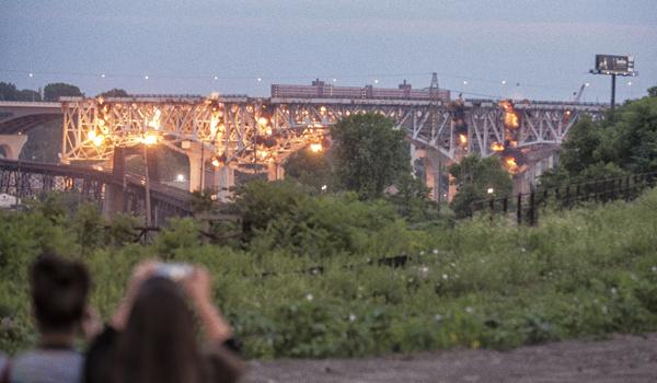 Pogledajte rušenje mosta dugačkog 1,5 kilometra