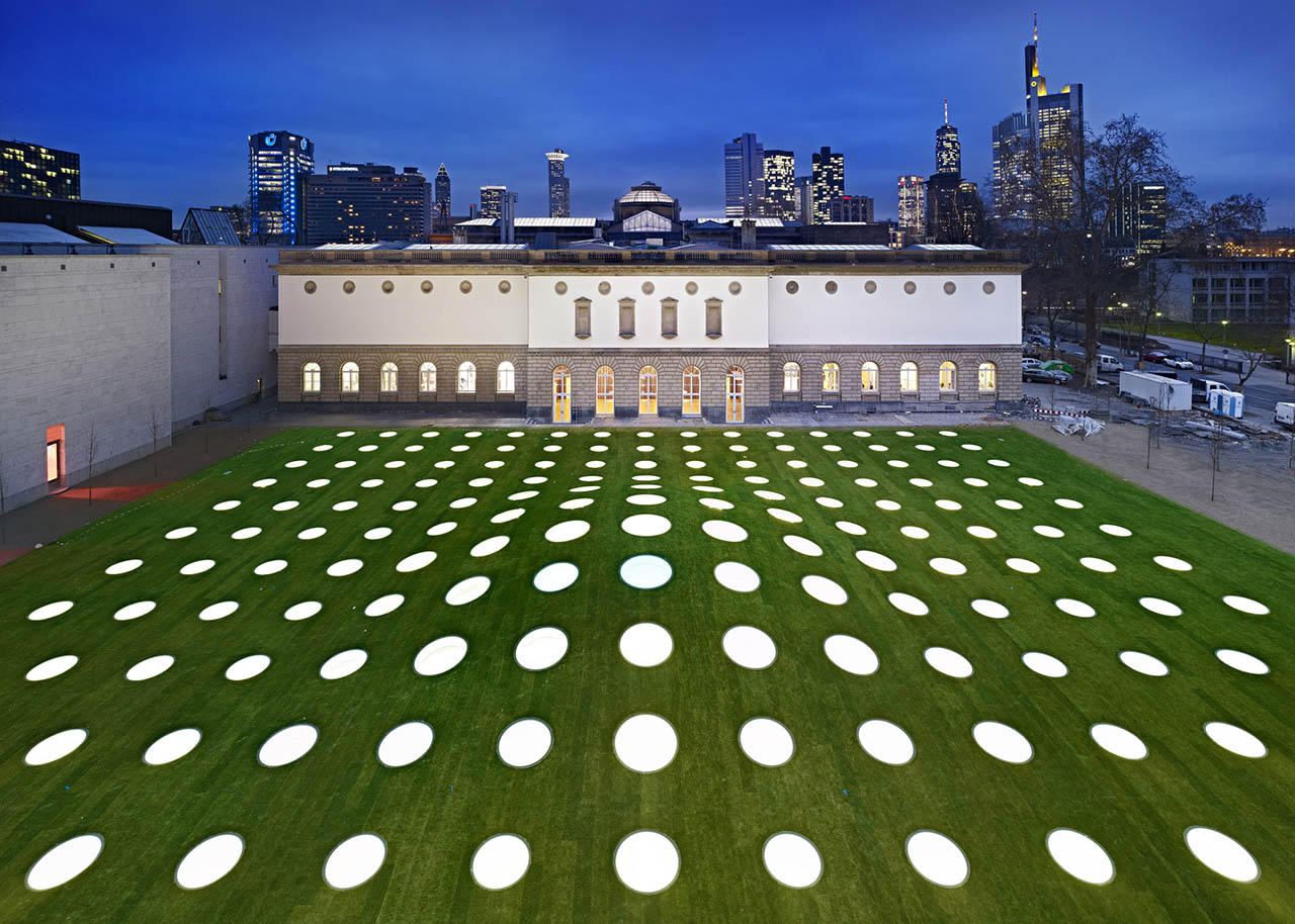 Hodajte po zelenom krovu obnovljenog muzeja u Frankfurtu