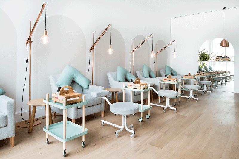 Salon lepote koji pleni enterijerskim rešenjem