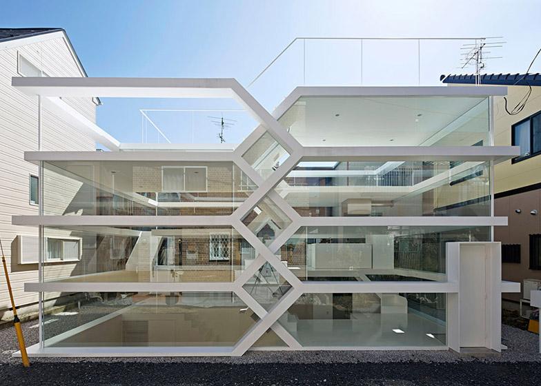 Bez privatnosti: Kuća u Japanu s transparentnom fasadom