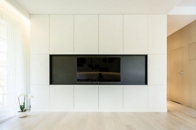 televizor na zidu