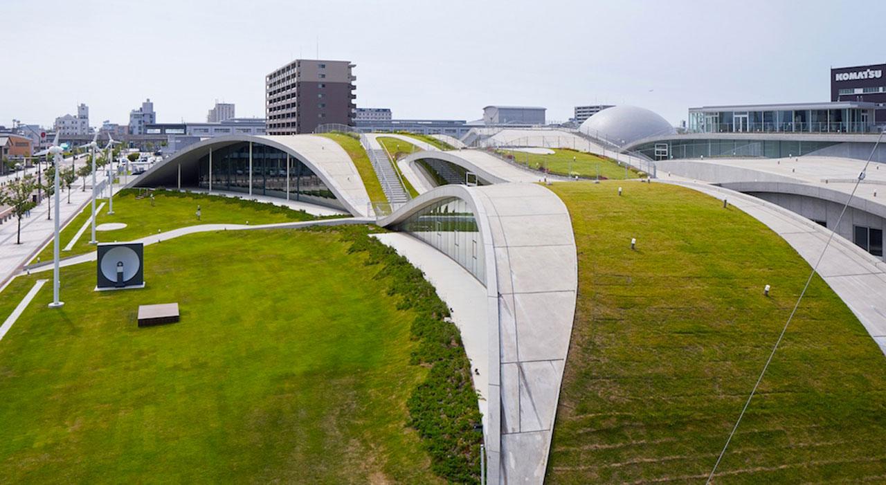 Ozelenjen beton: Hodajte bosi po krovu muzeja