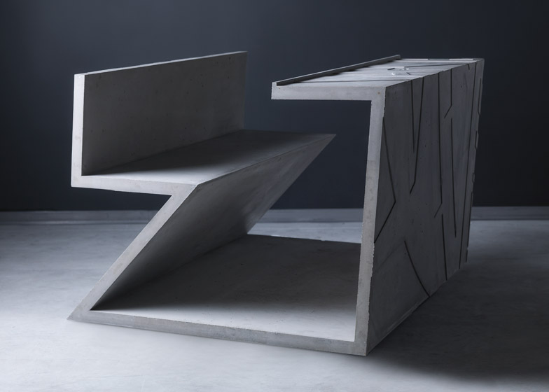 Puštene u prodaju betonske stolice Marine Abramović