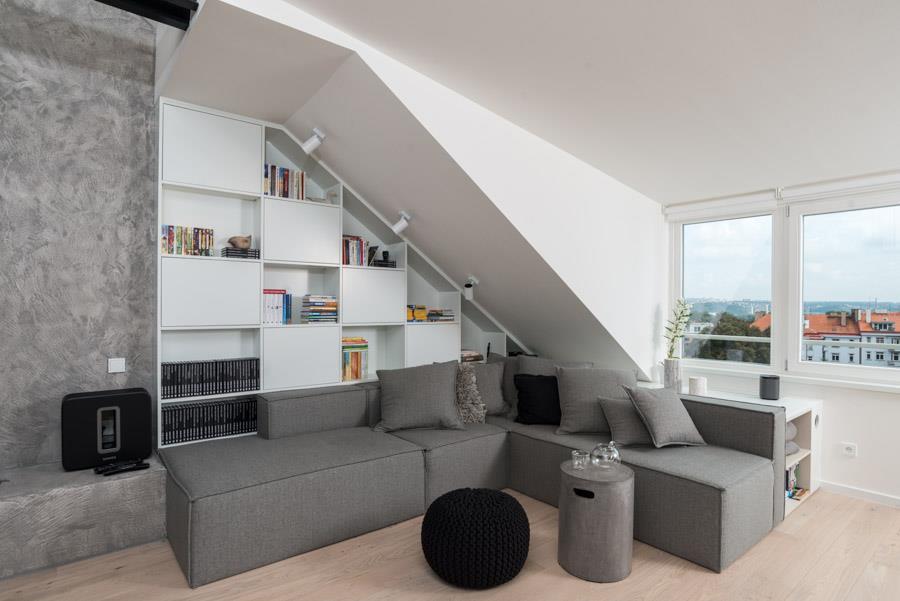 Uređenje potkrovlja: Moderan stan pod kosinama