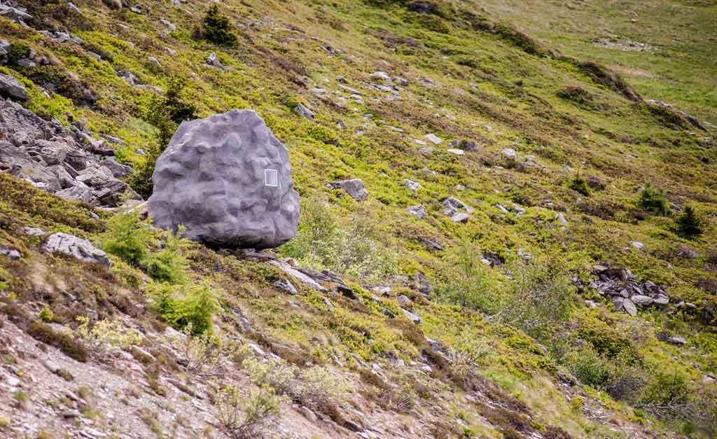 Život u steni: Drvena koliba koja izgleda kao kamen