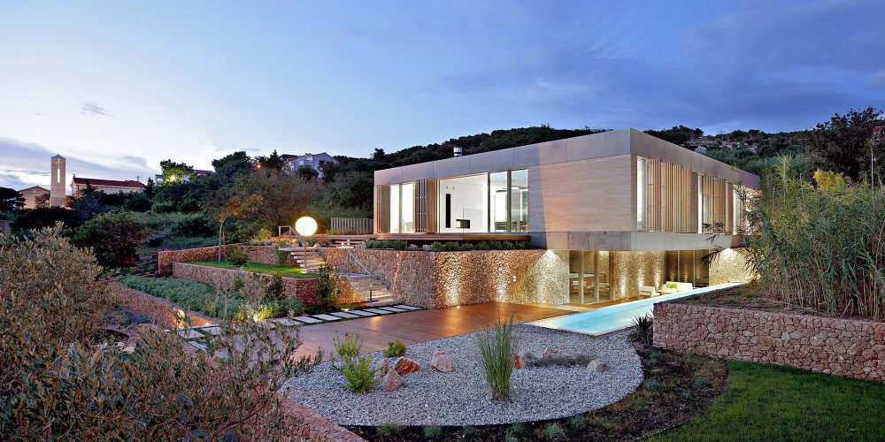 Efikasna kuća na Pagu sa zelenim krovom, geotermalnom pumpom i solarnim panelima