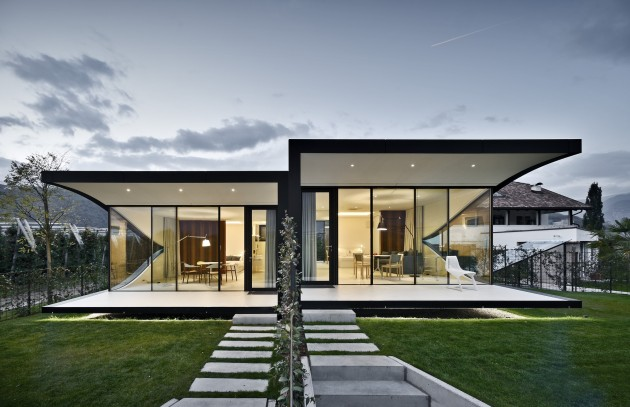 548cae80e58eceb76d000075_the-mirror-houses-peter-pichler-architecture_portada_mirror_houses_front_night