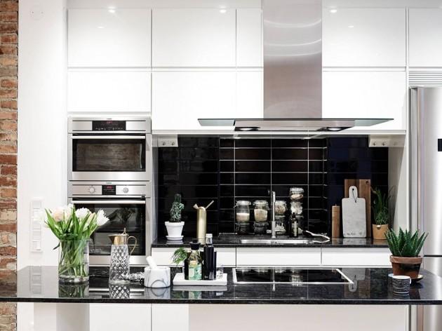 bela kuhinja i crne plocice