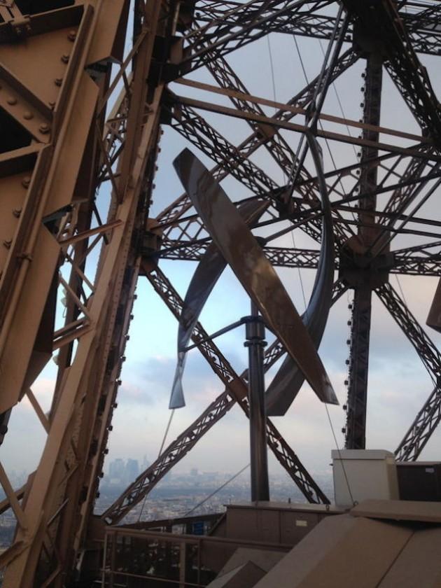ajfelov-toranj-vetro-turbine-3