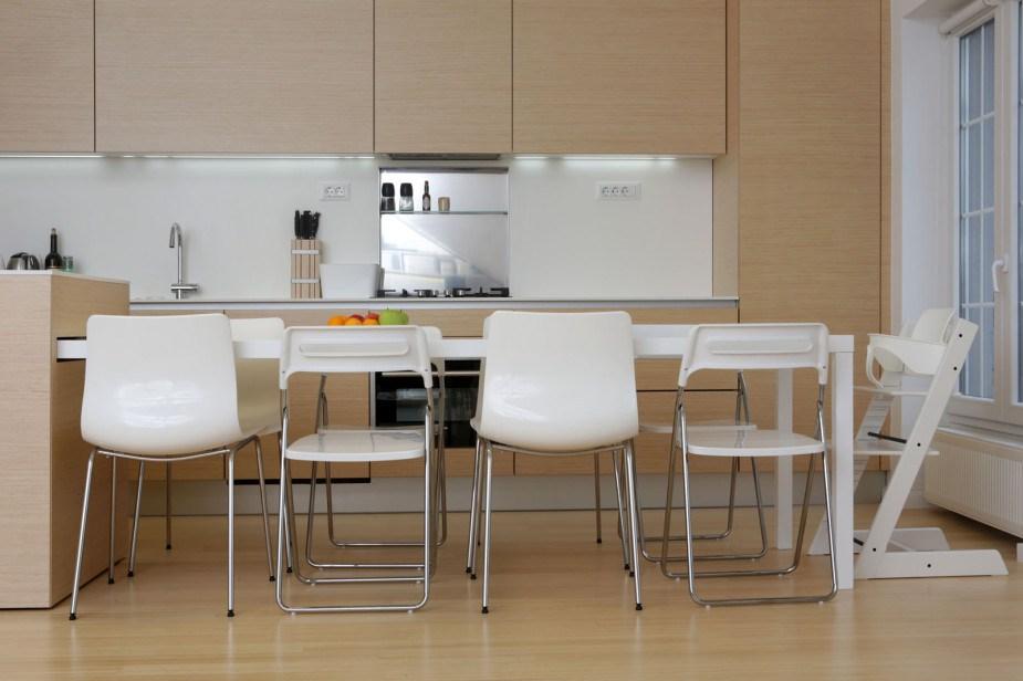 Trpezarijski sto na izvlačenje iz kuhinjskog ostrva